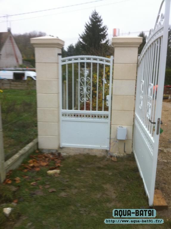 Pilier de portail et installation de portail aqua bat91 for Installation portail