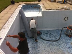 pose liner pour r novation dans piscine mosa que aqua bat91. Black Bedroom Furniture Sets. Home Design Ideas