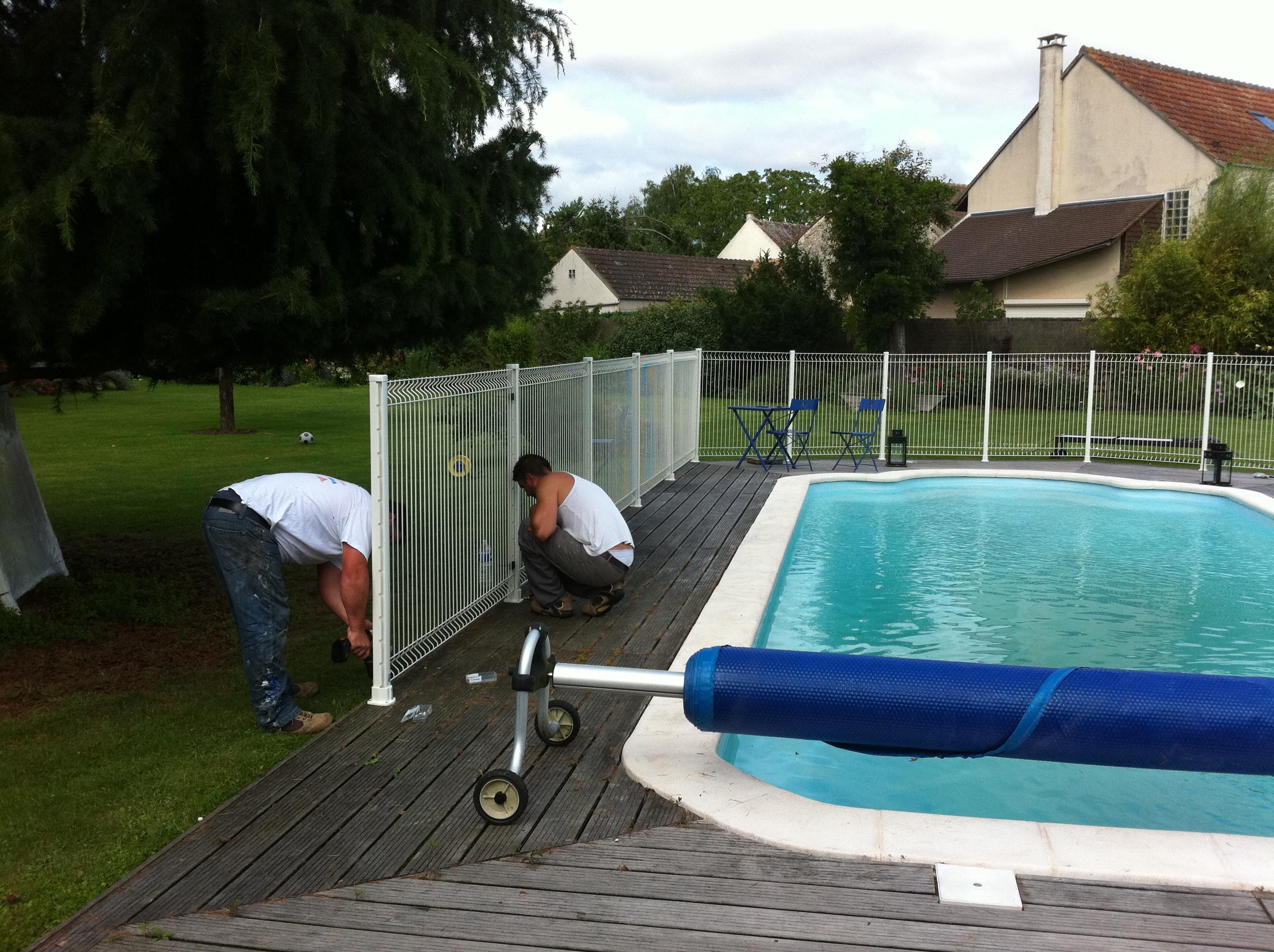 Pose de barri re de piscine aqua bat91 for Pose de piscine