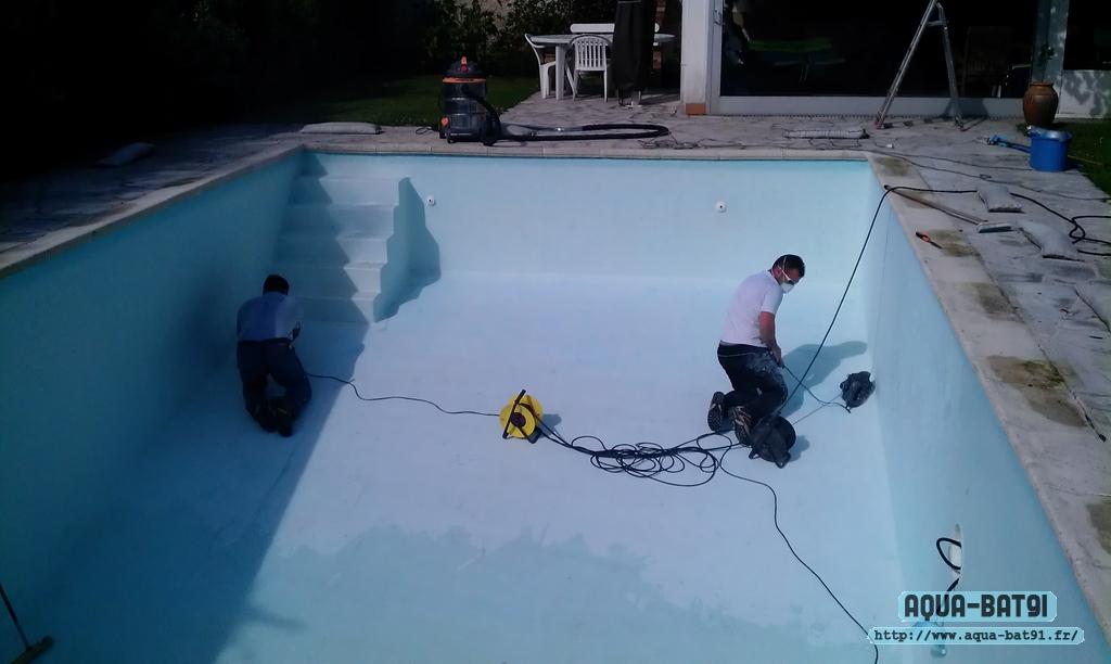 R novation piscine b ton en peinture aqua bat91 for Sika peinture piscine