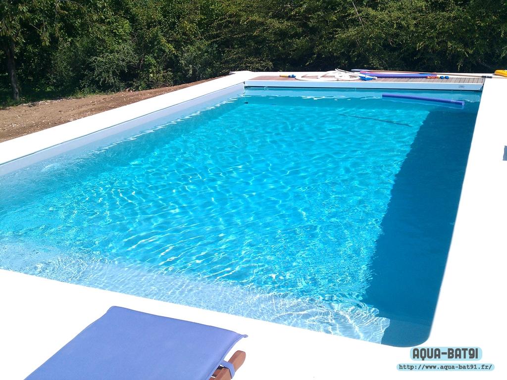 Piscine beton avec liner aqua bat91 for Liner piscine turquoise
