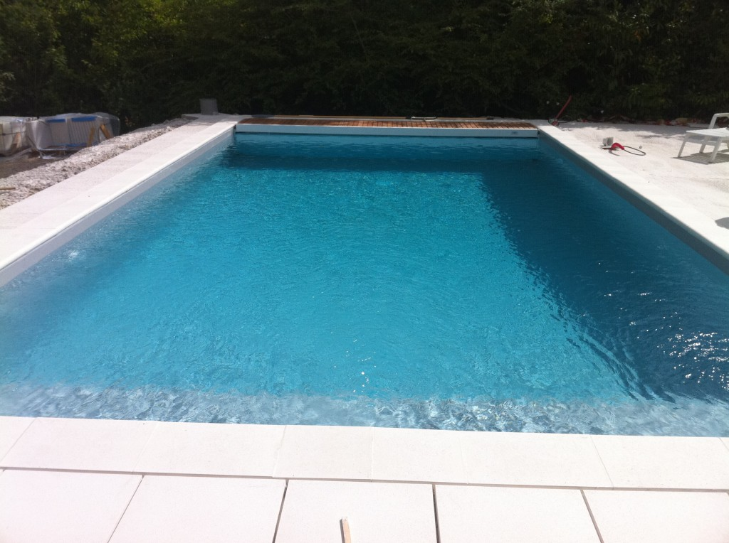 Piscine liner gris 8 best images about piscines pr tes for Liner piscine turquoise